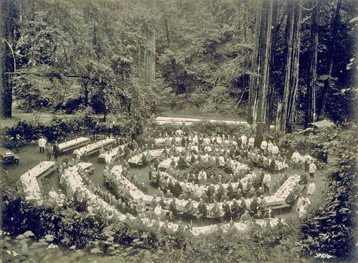 Заседание в Богемской роще.jpg